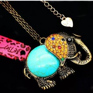 🐘 Betsey Johnson Vintage Turquoise 3D necklace